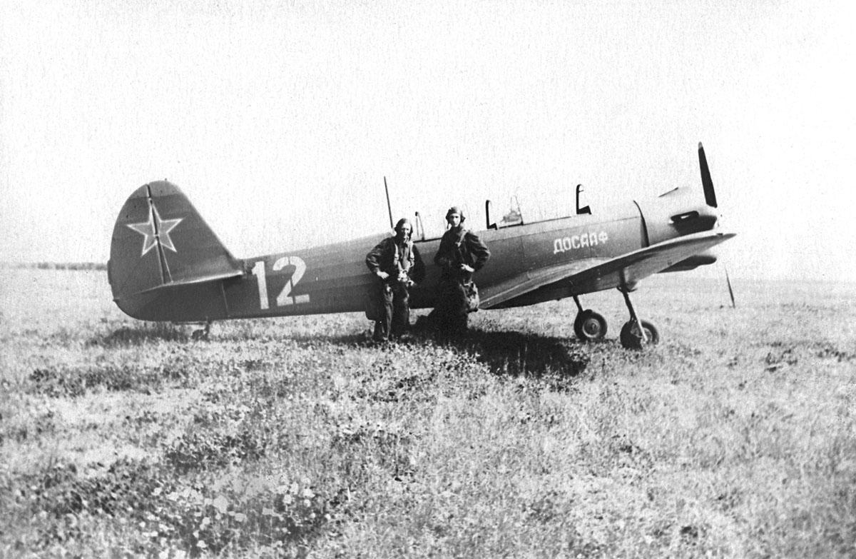 И. Быков и А. Бортник у Як-18.