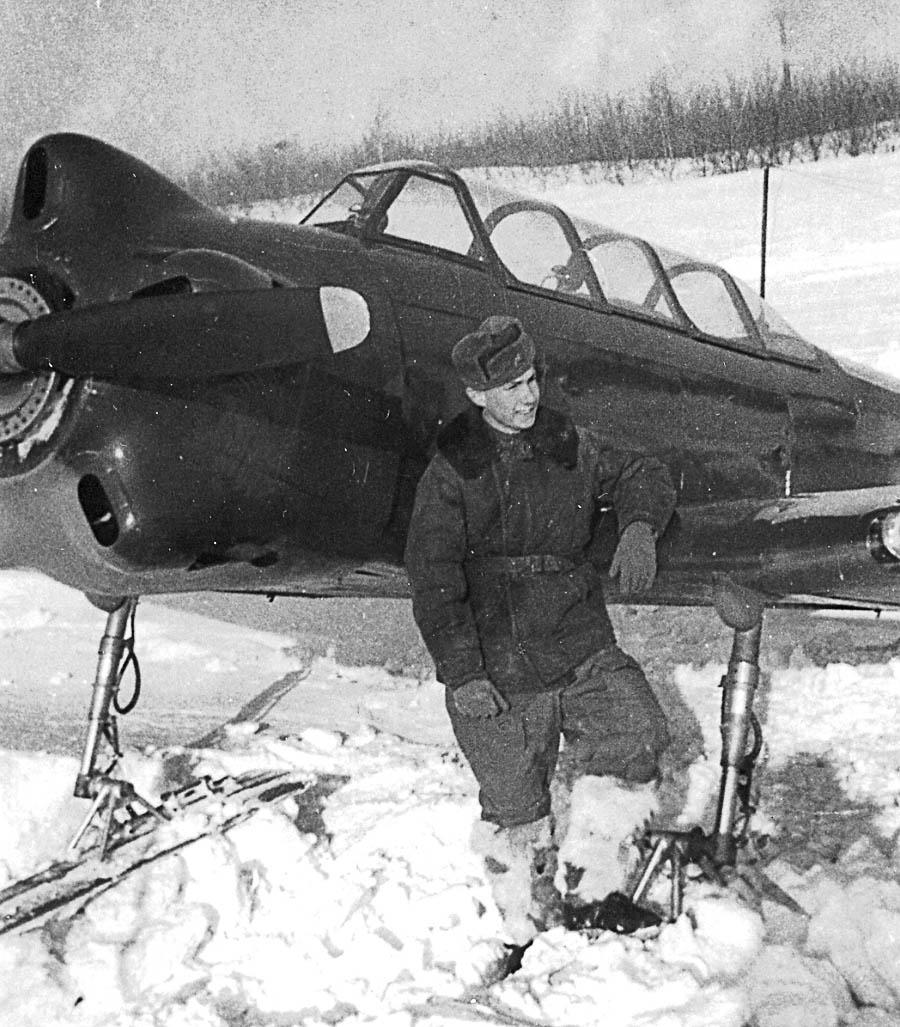 Бортник у Як-18 на лыжном шасси