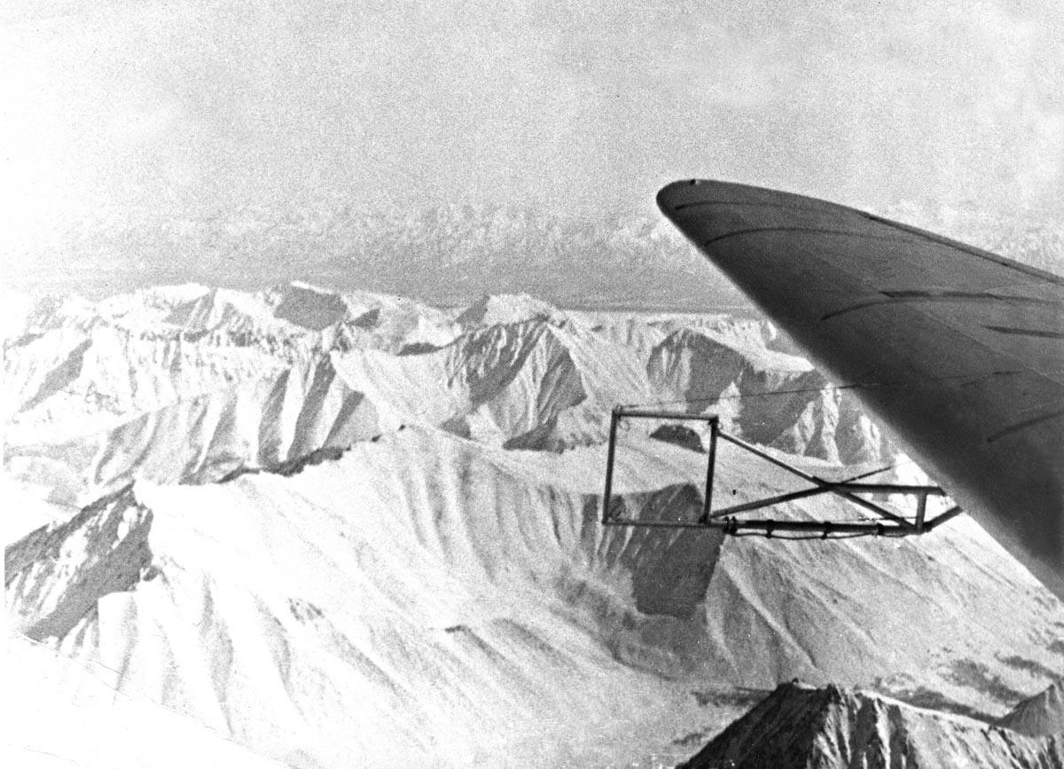 Ли-2 над западным побережьем Камчатки, 1962 г