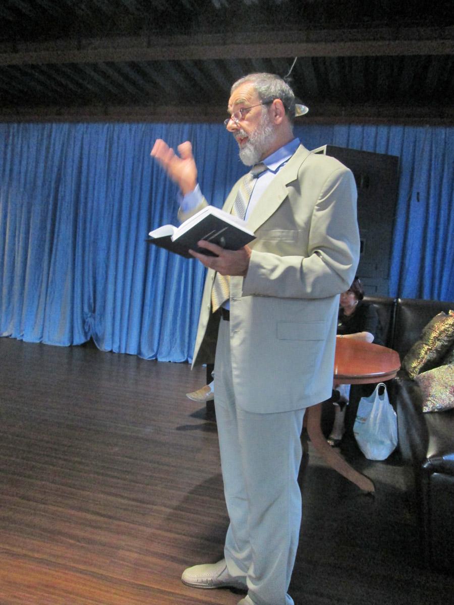 Юрий Кабанков читает стихи