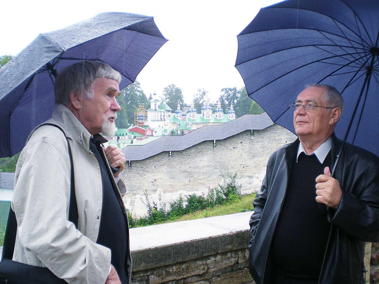 Валентин Курбатов (слева) и Владимир Тыцких. Псков.