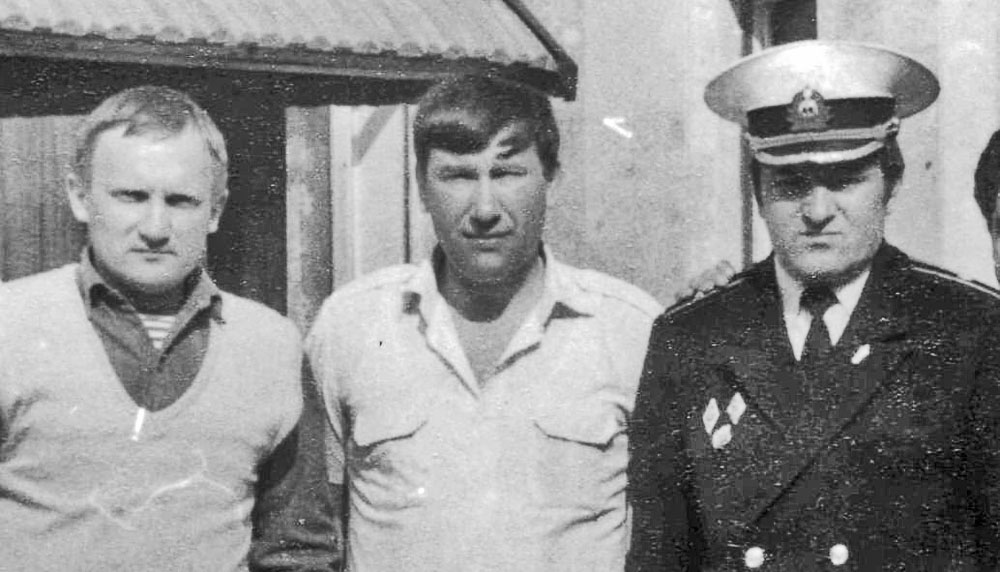 Ислочь, Белоруссия, с В. Верстаковым (слева) и Б. Орловым (справа)